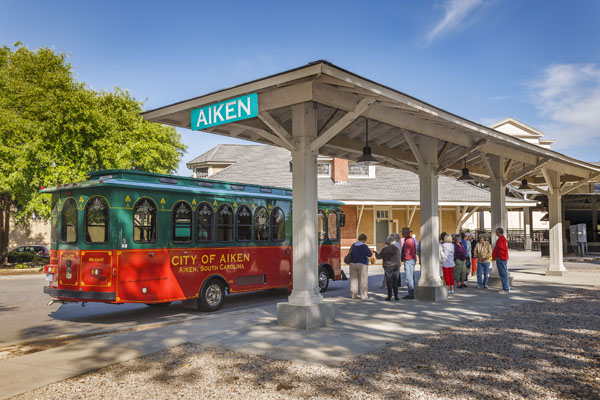 Visitor Center Trolley Tours  | Thoroughbred Country