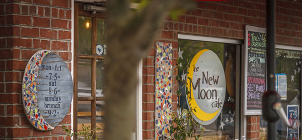 NewMoonCafe | Thoroughbred Country