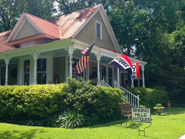 Singing Hills Antiques | Thoroughbred Country