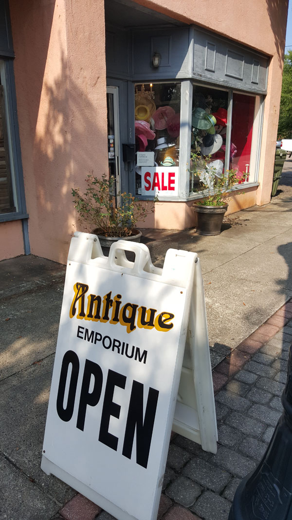 Antique Emporium | Thoroughbred Country