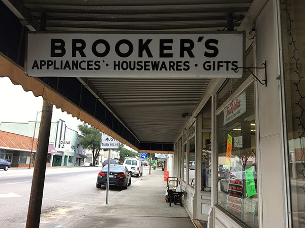 Brookers Sign  | Thoroughbred Country