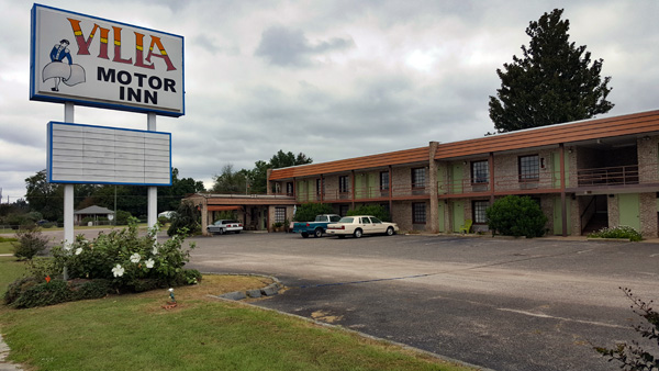 Villa Motor Inn  | Thoroughbred Country