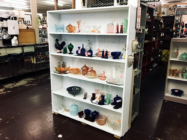 Riverfront Antique Mall Display | Thoroughbred Country