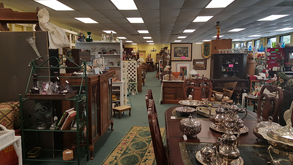 Antiques and More   Thoroughbred Country