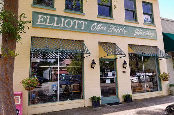 Elliott Office and Home Consignments | Thoroughbred Country